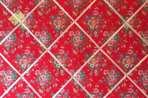 Extra Large 90x60cm Cath Kidston Red Folk Flowers Fabric Notice / Pin / Mem