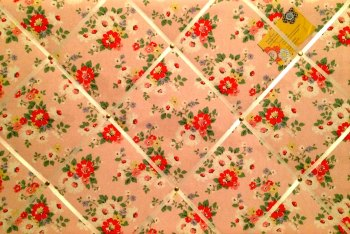 Large 60x40cm Cath Kidston Pink Daisy / Daisies Hand Crafted Fabric Notice / Pin / Memo / Memory Board