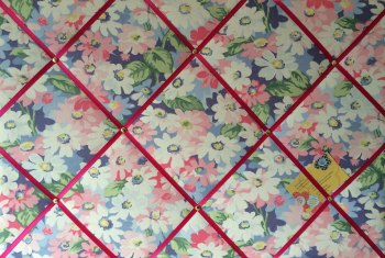 Large 60x40cm Cath Kidston Pastel Painted Daisies / Daisy Hand Crafted Fabric Notice / Pin / Memo / Memory Board