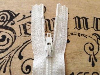 "white closed end zip 7"" long YKK 18cm nylon sliding fabric fastener"