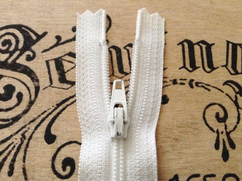 "white closed end zip 7"" long YKK 18cm nylon sliding fabric fastener"