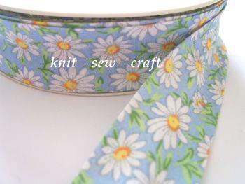 blue daisy flower print cotton bias binding 25mm x 25mtr 2328