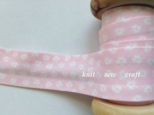 25mm wide pink bias binding with white flowers 883-9774