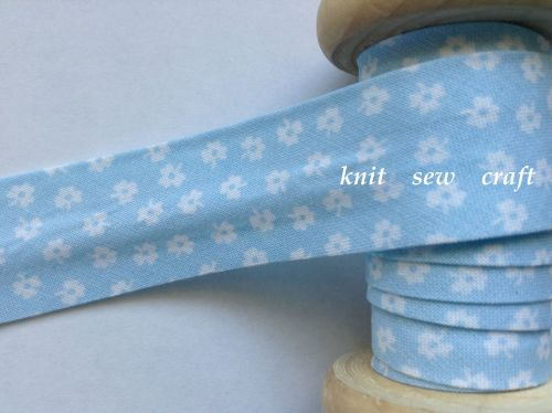 flower patterned bias baby blue white floral print 9775 25mm 1 metre