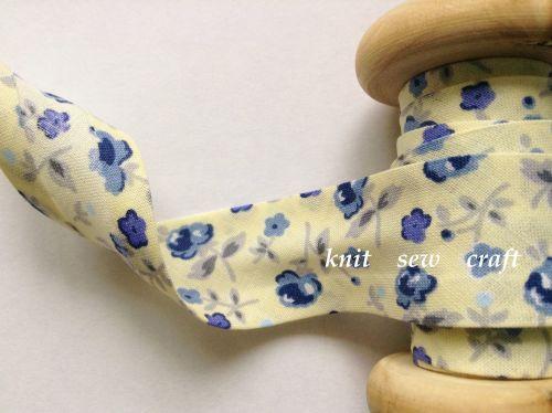 cream blue flower print cotton bias binding 25mm x 3mtr 883/2334