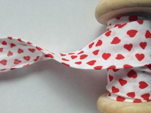 red hearts printed cotton bias binding 25mm x 25 metres
