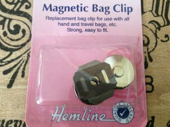 Magnetic Bag Clip HEMLINE for Handbags Travel Bags