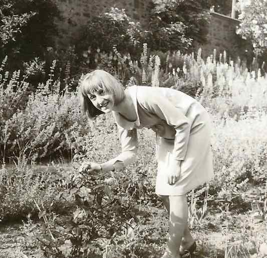Jeannie Garden 2 001 (2)