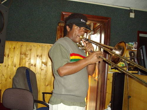 Sting Ray Studio badest Trombone Player Me tell u dat Buttons