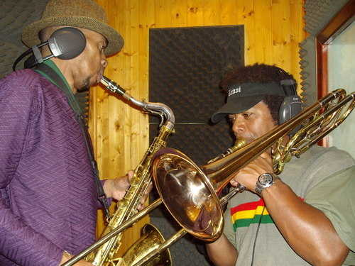 sting ray studio Horns mon Brian and Buttons in action niceing uop the Proj
