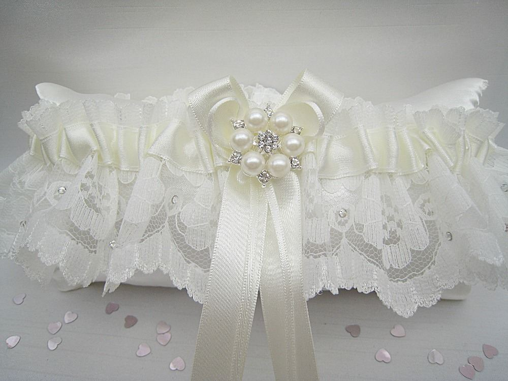 Bailey Vintage Style Ivory Lace Garter £25.99