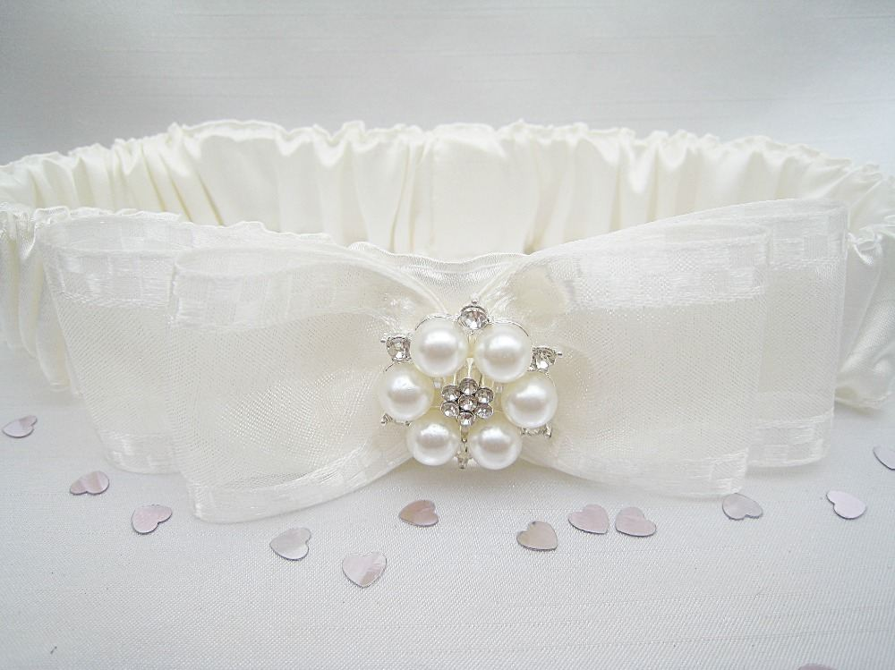 'Jane' Luxury Satin Pearl & Diamante Garter £19.99