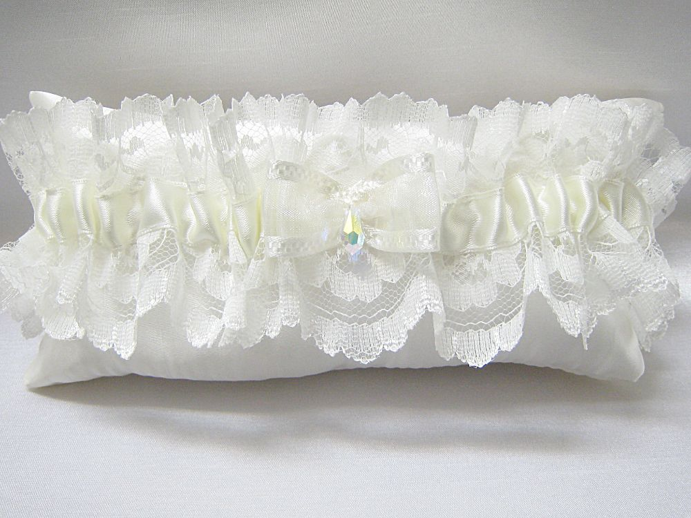 '. 'Valerie' Crystal Wedding Garter £21.99