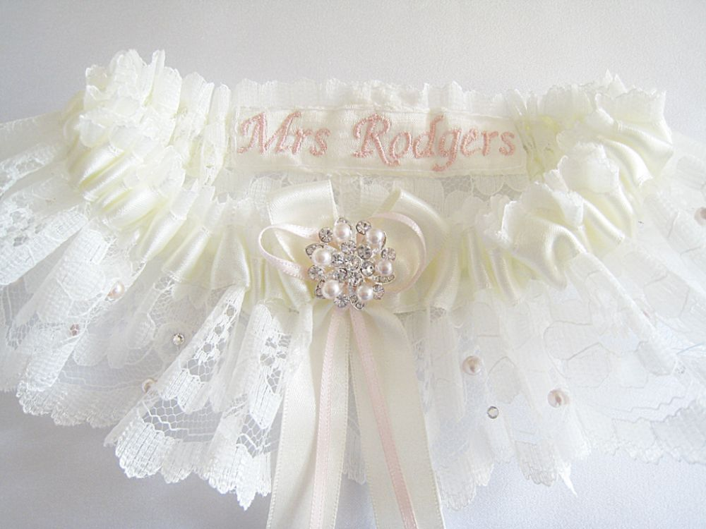 'Lucinda' Blush Pearl Wedding Garter £39.99