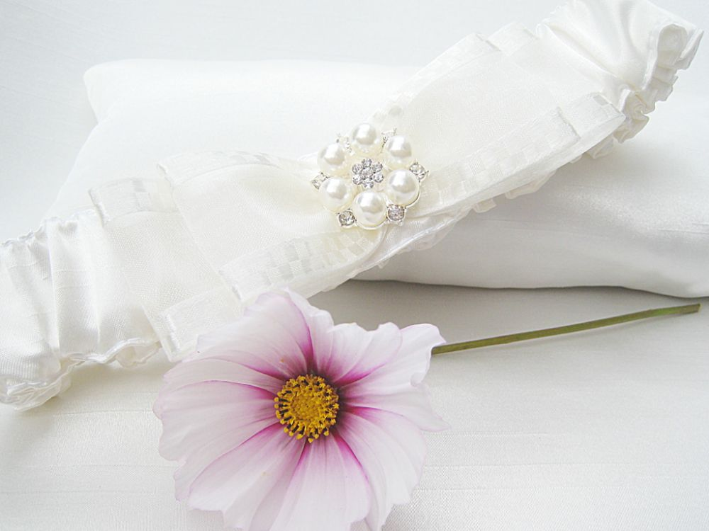 IVORY BRIDAL GARTERS