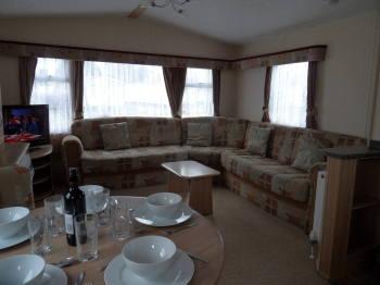lounge lakeside 16