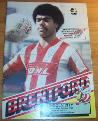 Brentford v Lincoln 1982/83 football league programme + autographs