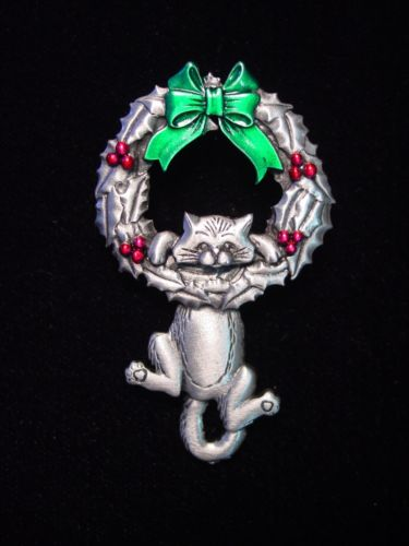 HOLIDAY KITTY BROOCH