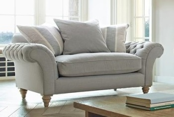 Knightsbridge Loveseat