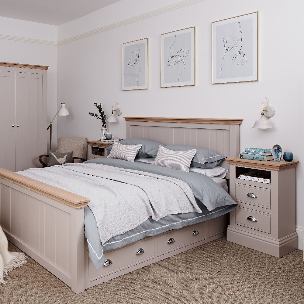 <!-- 011 -->New Forest Bedroom
