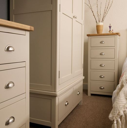 <!-- 013 -->Purbeck Painted Bedroom