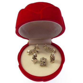 Nativity scene pocket crib in a red rose gift box