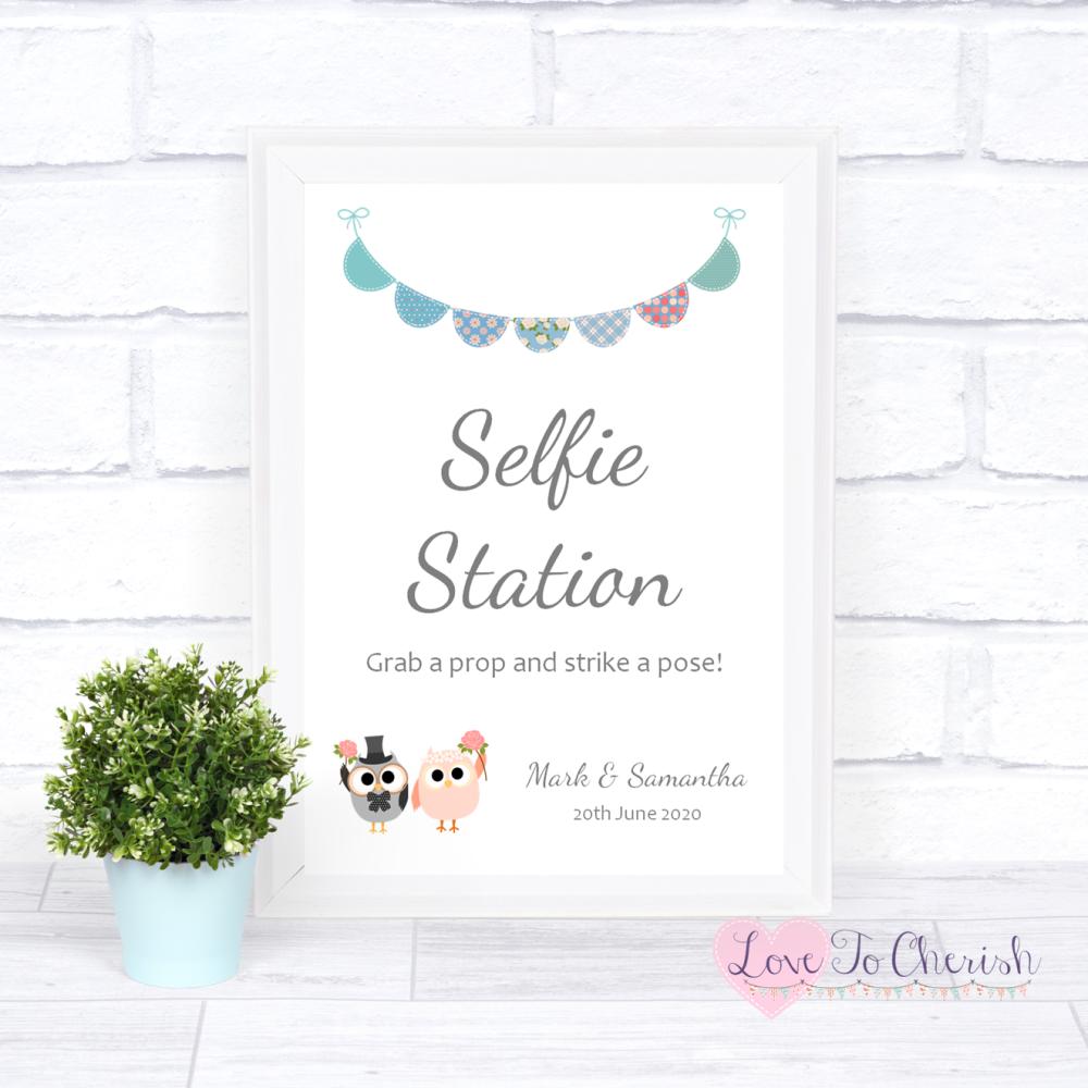 Selfie Station Wedding Sign - Bride & Groom Cute Owls & Bunting Green/Blue