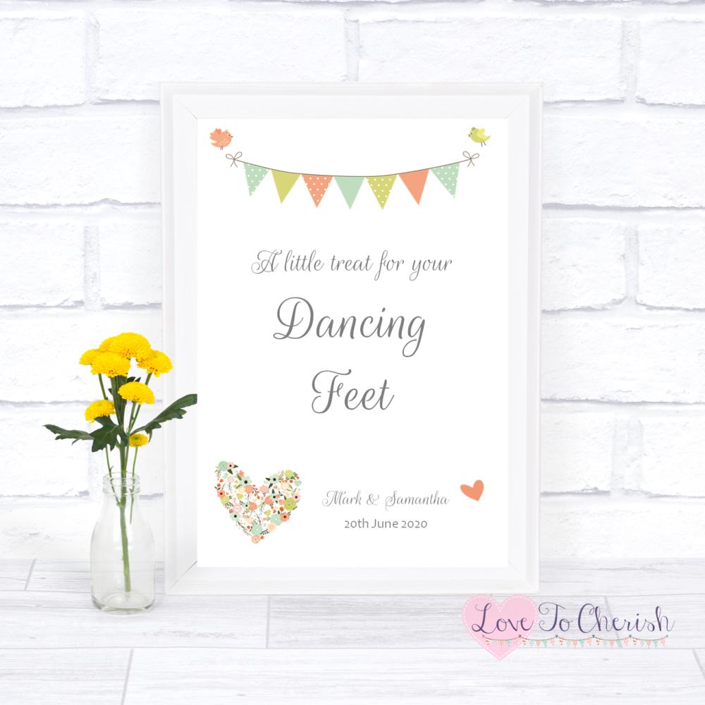 Dancing Feet / Flip Flops Wedding Sign - Shabby Chic Flower Heart & Bunting