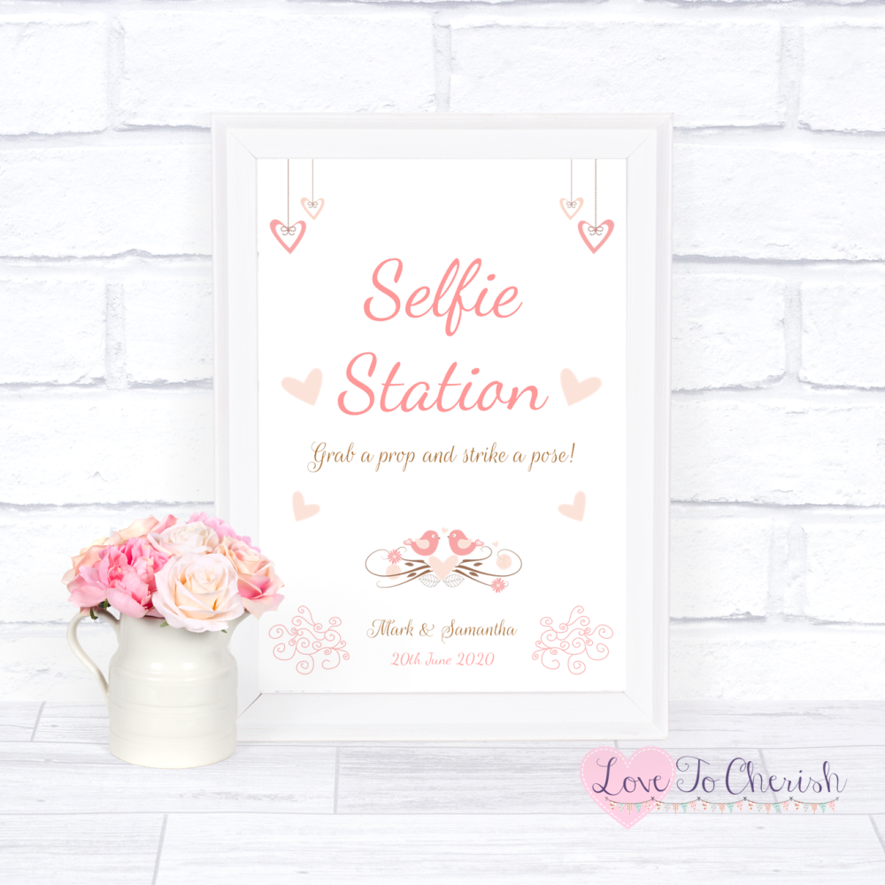Selfie Station Wedding Sign - Shabby Chic Hanging Hearts & Love Birds | Lov