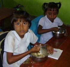 Two girls eating 1 - web