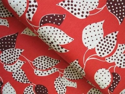 Denyse Schmidt flea market fancy leaf dot in red