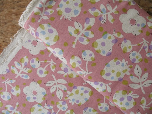 Sevenberry Nordic fruit flowers linen mix on pink