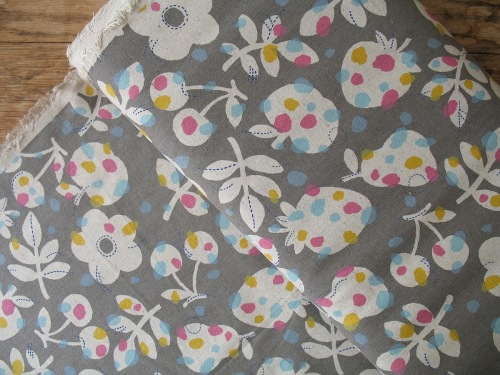 Sevenberry Nordic fruit flowers linen mix on grey