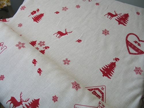 'La chateaux des Alpes' Robins at Christmas pure linen on natural (WIDE)