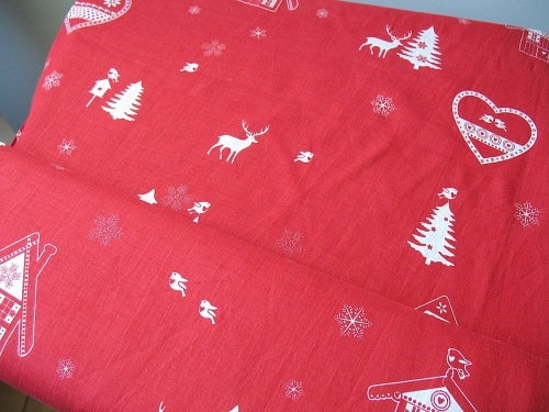 'La chateaux des Alpes' Robins at Christmas pure linen in red (WIDE)
