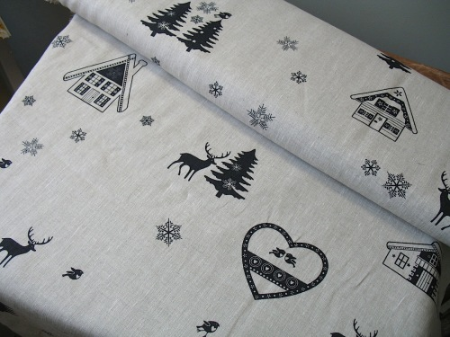 'La chateaux des Alpes' Robins at Christmas  pure linen in black (WIDE)