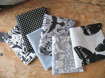Mini Cloth Stack Jennifer Sampou black & white supreme