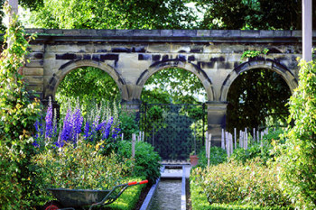 Give a gift membership to Alnwick Gardens