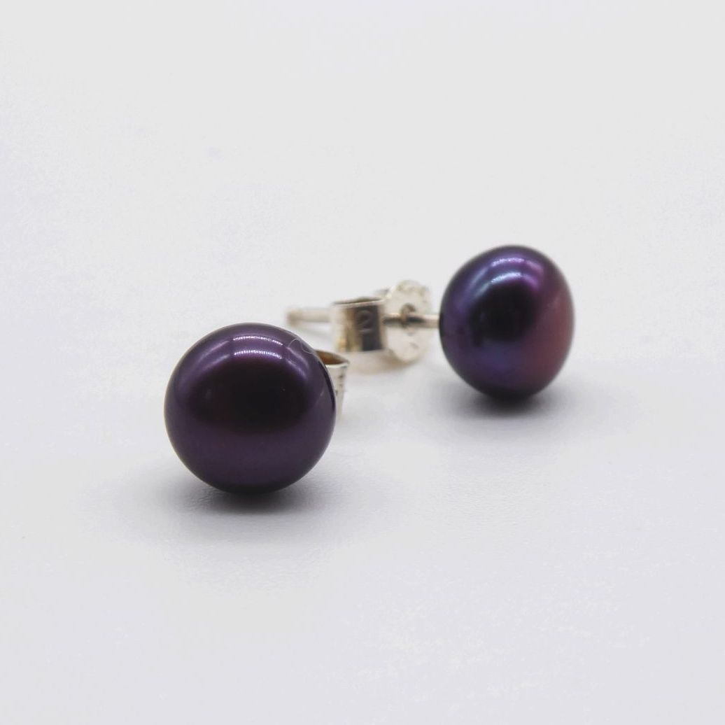 Black Peacock Purple Pearl Studs (md)