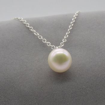 Single Pearl Pendant in White 5-6 mm