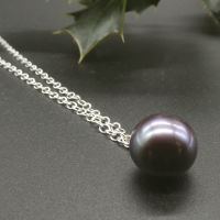 Dainty single black pearl pendant 7 - 8 mm