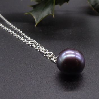 Purple Hue Dainty Single Black Pearl Pendant - 5-6 mm