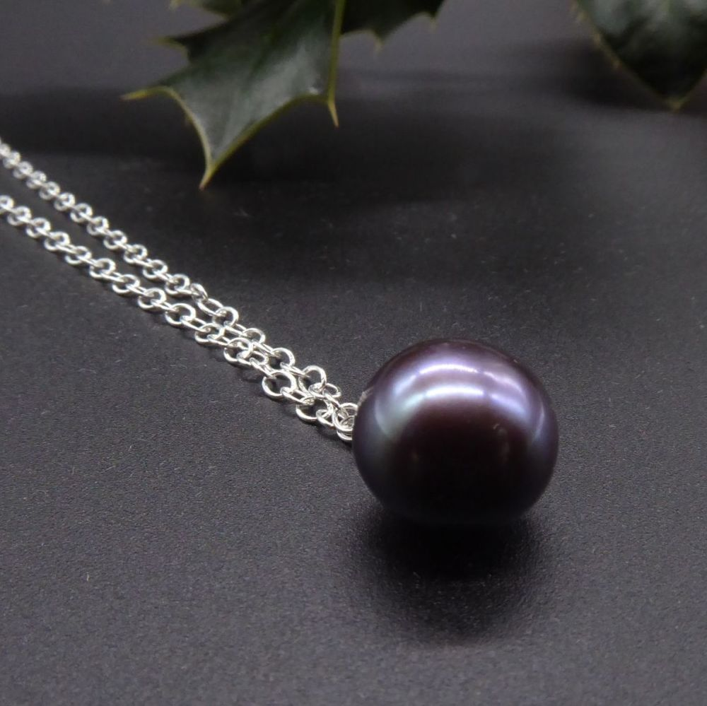 Single black peacock pearl necklace - Purple Hue 9 - 10 mm