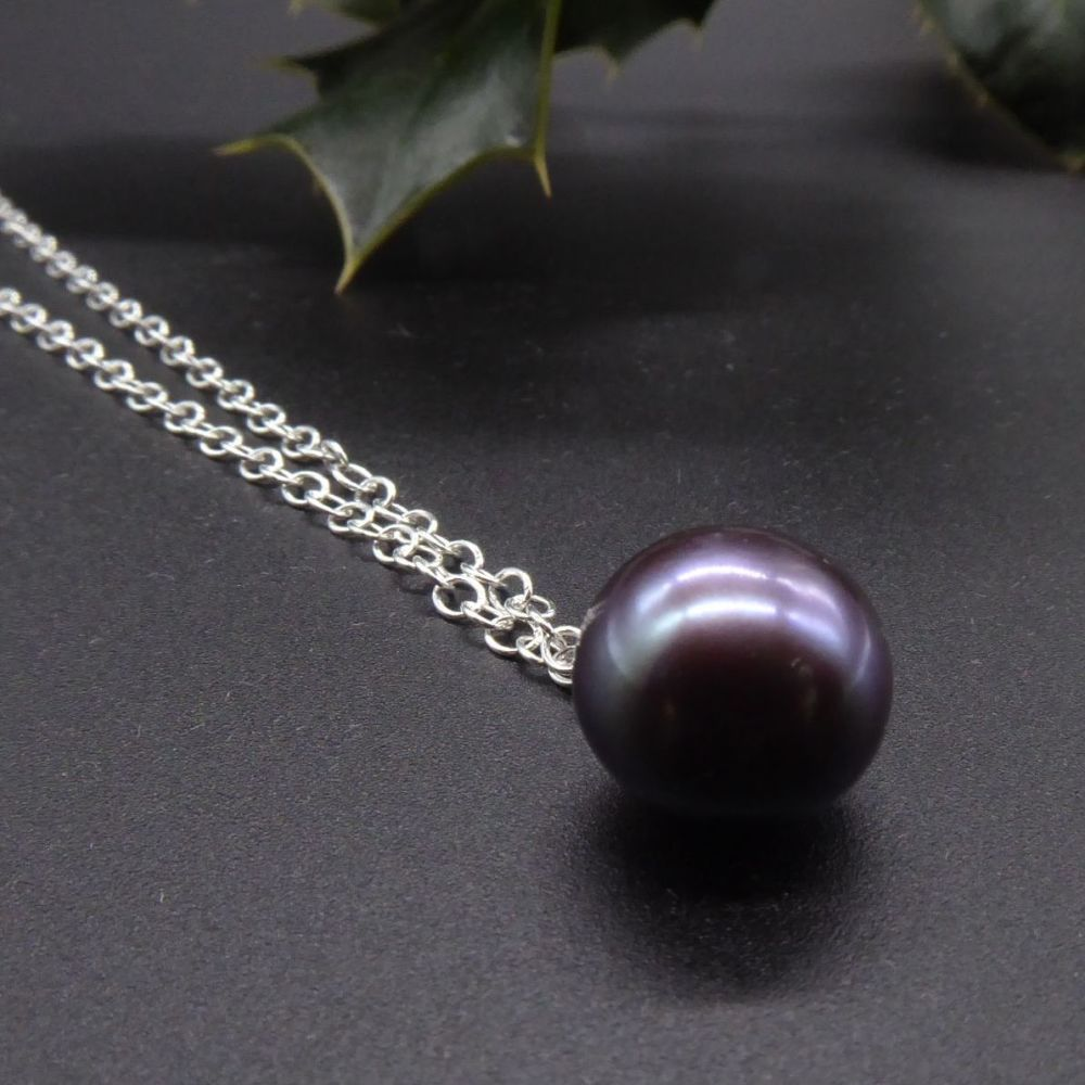 Large single black pearl pendant - purple Hue - 11-12 mm