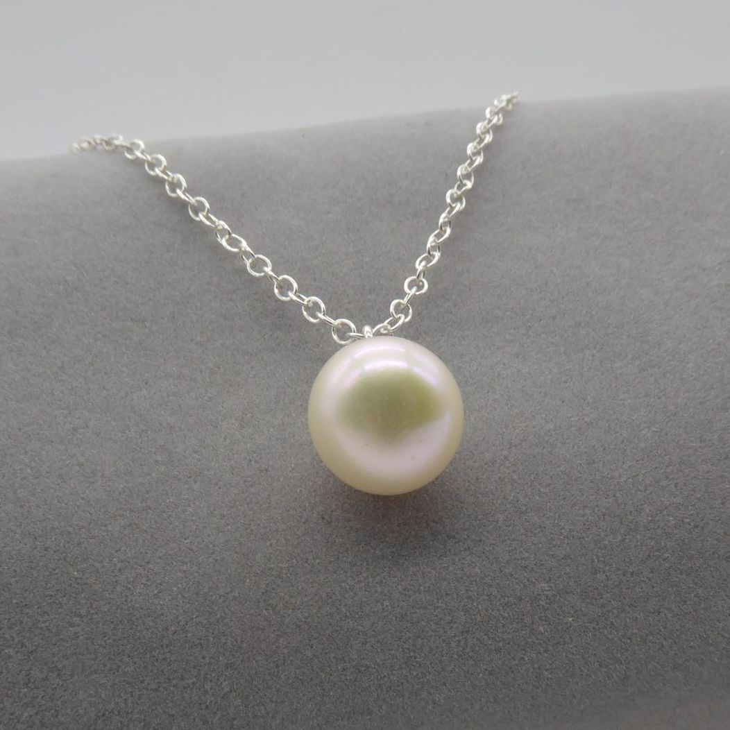 White pearl pendant on a delicate silver chain. 11-12 mm