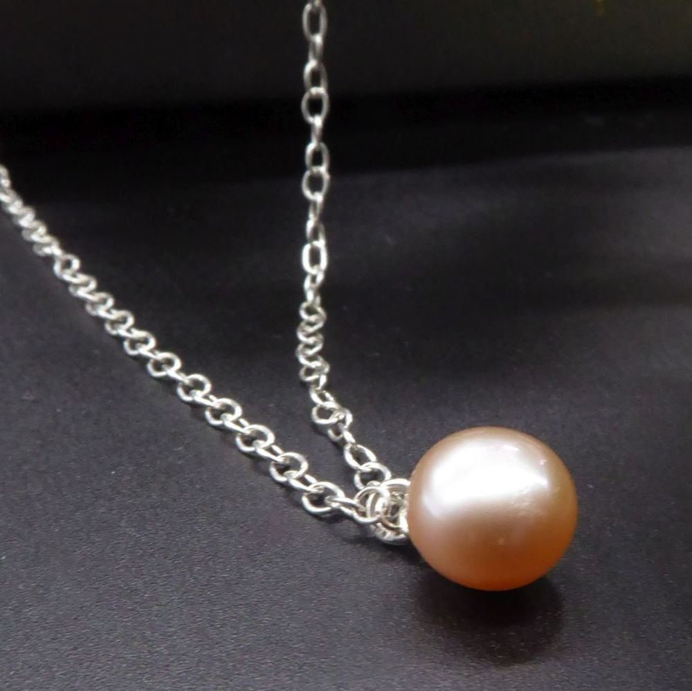 Dainty single peach pearl necklace 7-8mm