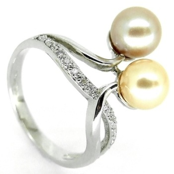 Double Pearl Ring with diamond detail