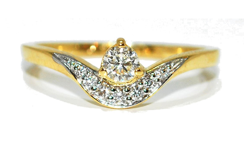 curve diamond engagement ring