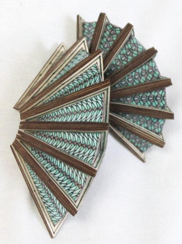 9. triangle broches 2