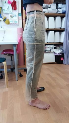 Tissue Fitting McCalls M6901 trouser pattern in 1-2-1 lesson Sew In Brighto